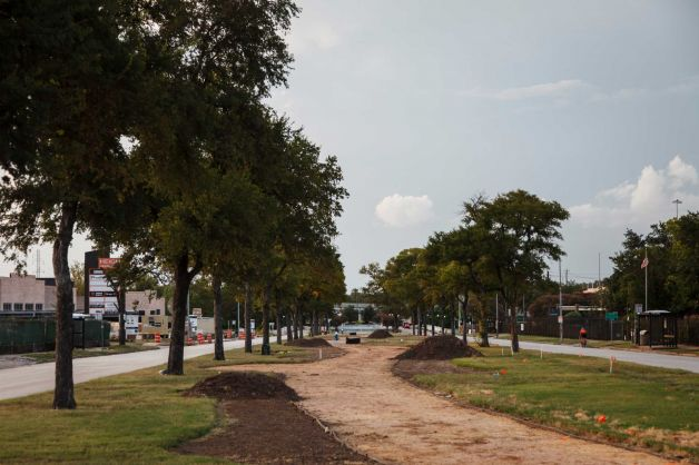 Activists would like to turn this recently built 21/2-block jogging path in the middle of Heights Boulevard into an Art Car Museum art park. Photo: Michael Paulsen / © 2012 Houston Chronicle